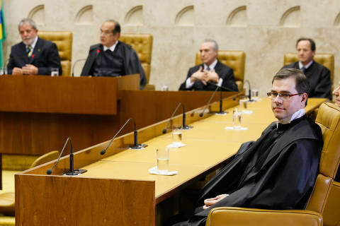 STF deixa para esta 5ª julgamento sobre redução de salário de servidores