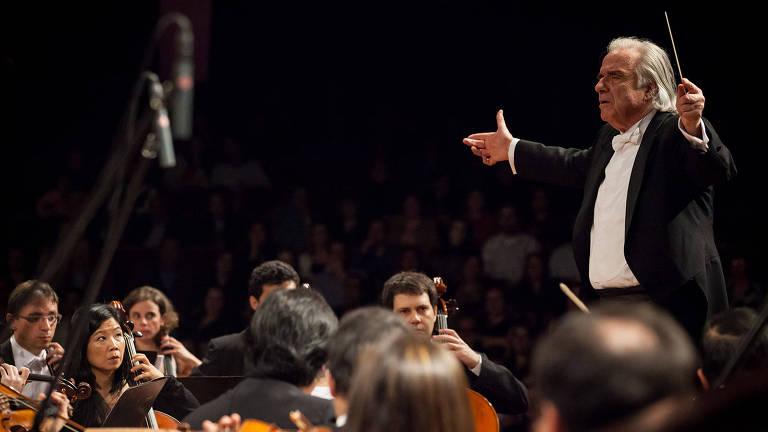 João Carlos Martins rege a Orquestra Bachiana Filarmônica SESI-SP *** ****