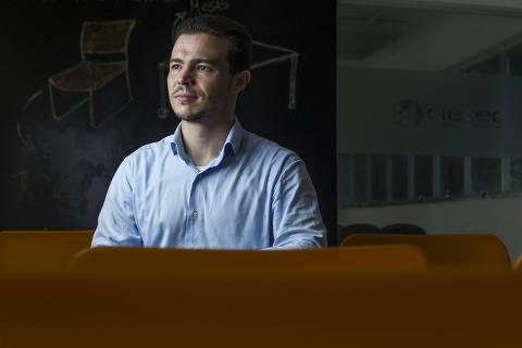 SÃO PAULO, SP, BRASIL. 11/04/2019. Raphael Moreira, presidente da Sonata Solutions, na Universidade de São Paulo (USP). A Sonata é da área de biotecnologia e trabalha em novas formas de personalizar o tratamento do câncer por meio do monitoramento de fármacos, usando espectrômetros de mobilidade iônica. (Foto:Jardiel Carvalho/Folhapress - SUP. ESPECIAIS) *EXCLUSIVO FOLHA