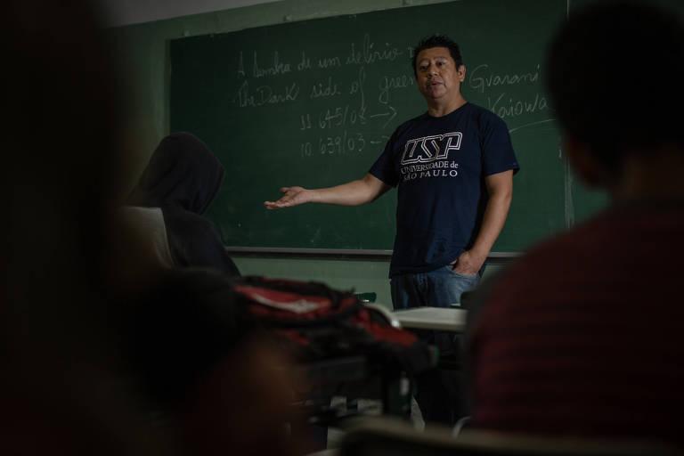 Emerson de Oliveira Souza, 45, indígena da etnia guarani, é professor da Escola Estadual Jardim Wilma Flor, na zona leste de São Paulo