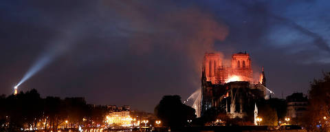 Fire fighters douse flames of the burning Notre Dame Cathedral in Paris, France April 15, 2019. REUTERS/Benoit Tessier ORG XMIT: NDF032