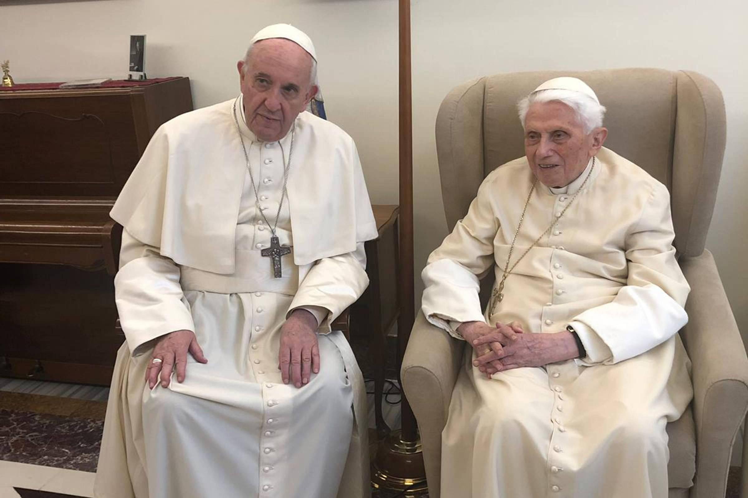 Carta de Bento 16 expõe conflito de visões com Igreja de Francisco