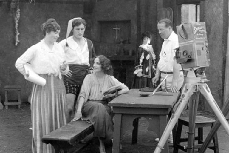"Lois Weber e elenco do filme ""The Dumb Girl of Portici"""