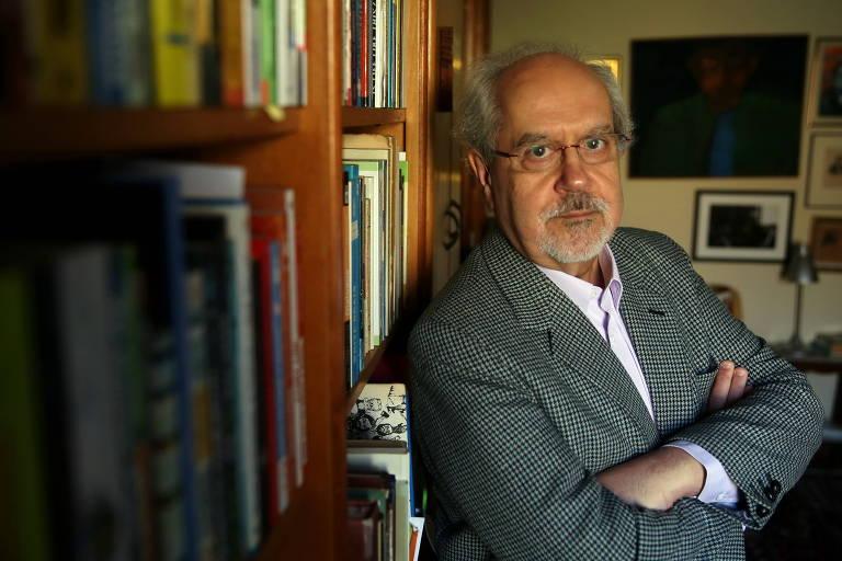 O escritor Luiz Antônio de Assis Brasil, em Porto Alegre