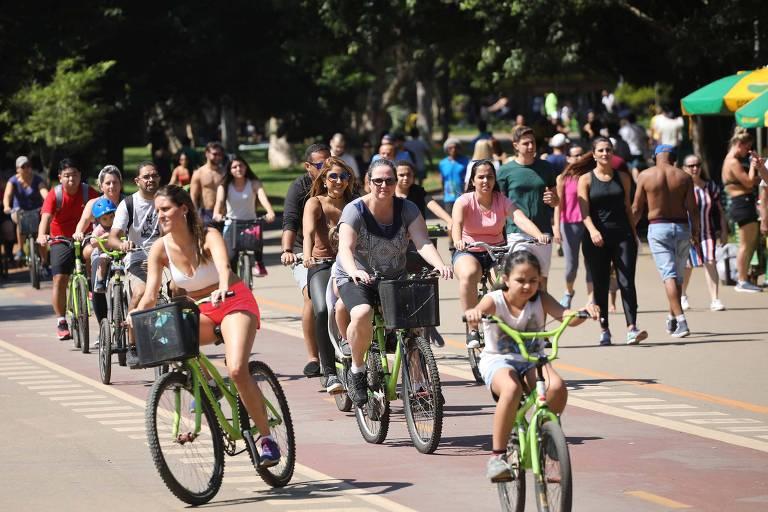 Movimentação no Parque Ibirapuera em São Paulo (SP), nesta sexta-feira (19), com céu aberto e bastante sol