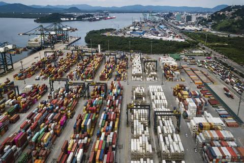 Justiça proíbe caminhoneiros de bloquear Porto de Santos