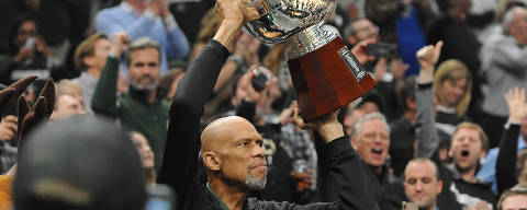 Apr 14, 2019; Milwaukee, WI, USA; Milwaukee Bucks former player Kareem Abdul Jabbar holds up the 1971 championship trophy during a break in a game against the Detroit Pisotns during game one of the first round of the 2019 NBA Playoffs at Fiserv Forum. Mandatory Credit: Michael McLoone-USA TODAY Sports ORG XMIT: USATSI-403073