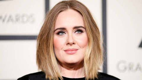 FILE PHOTO: Singer Adele arrives at the 58th Grammy Awards in Los Angeles, California February 15, 2016. REUTERS/Danny Moloshok/File Photo ORG XMIT: TOR903