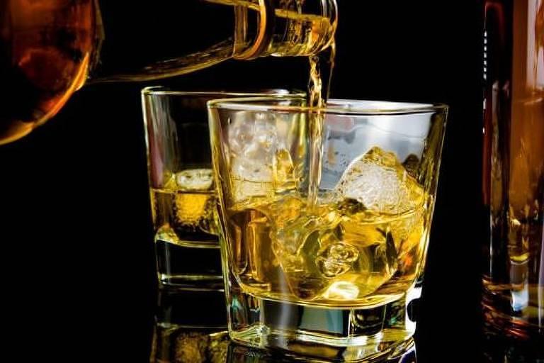Pesquisador diz que bebida pode ajudar a dormir, mas prejudica qualidade do sono