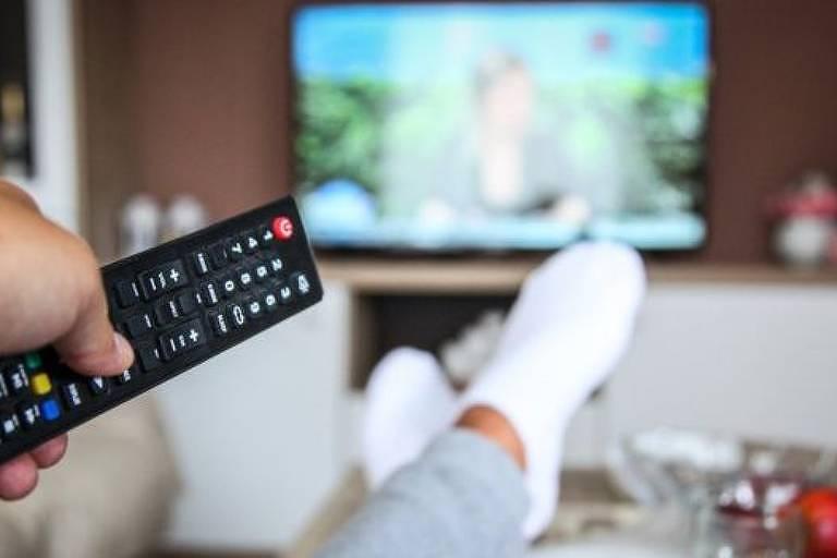 Cientista diz que TV pode causar estresse e prejudicar o sono