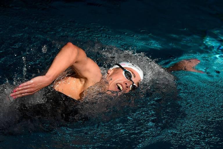 A francesa Lara Grangeon compete na categoria feminina de 800 metros livre durante o campeonato francês de natação, em Rennes