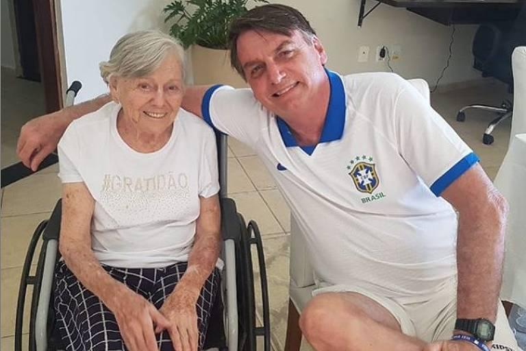 O presidente Jair Bolsonaro (PSL) posta foto com mãe, Olinda, durante a Páscoa em rede social