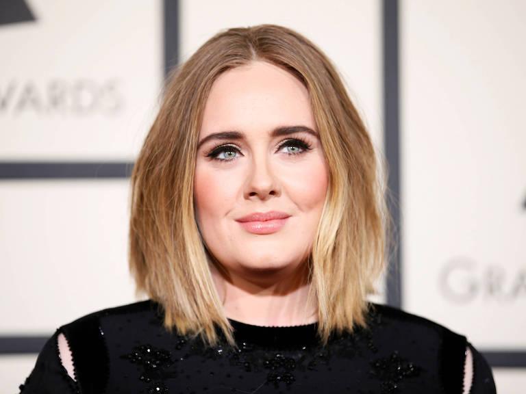 A cantora Adele no 58º Grammy Awards