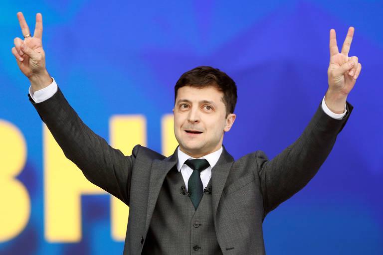 O candidato Volodimir Zelenski em debate com o adversário Petro Poroshenko, atual presidente, em Kiev, Ucrânia
