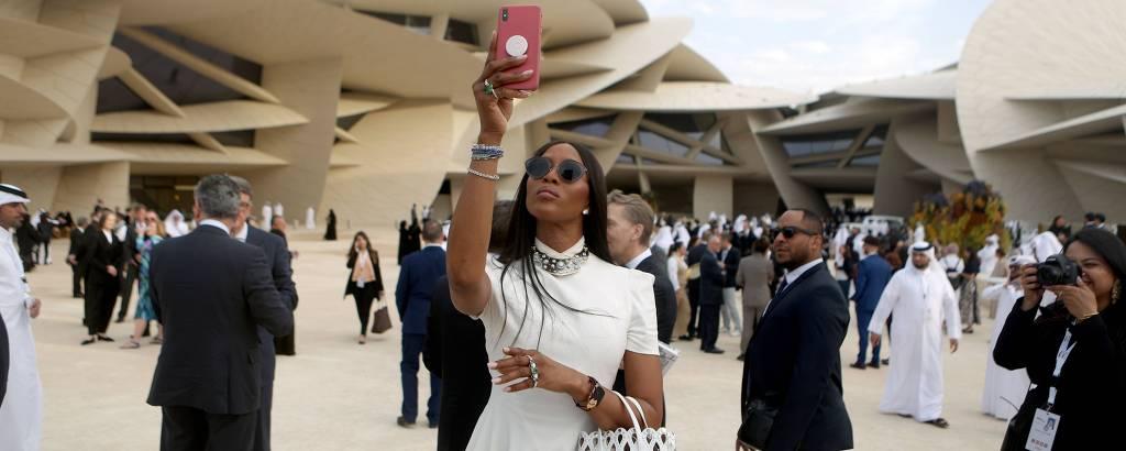 A modelo Naomi Campbell na inauguração do Museu Nacional do Qatar, no fim de março
