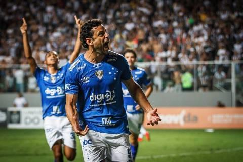 Fred comemora gol de empate do Cruzeiro, que conquistou o Campeonato Mineiro neste sábado (20) sobre o Atlético-MG