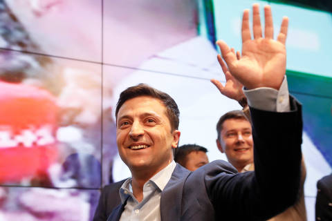 Ukrainian presidential candidate Volodymyr Zelenskiy reacts following the announcement of the first exit poll in a presidential election at his campaign headquarters in Kiev, Ukraine April 21, 2019. REUTERS/Valentyn Ogirenko ORG XMIT: MOS