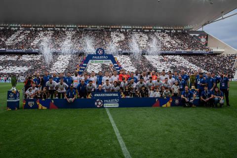 SÃO PAULO, SP, BRASIL, 21-04-2019: Time do Corinthians, em foto oficial antes da final do Campeonado Paulista, no estádio Arena Corinthians, no bairro de Itaquera, em São Paulo. (Foto: Eduardo Anizelli/Folhapress, ESPORTE)