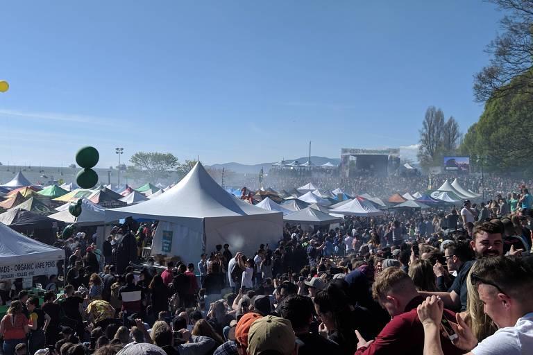 Canadenses celebram dia da maconha seis meses após legalização da droga