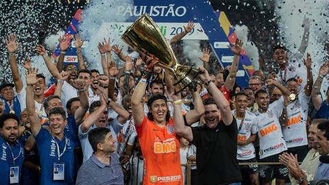 SÃO PAULO, SP, BRASIL, 21-04-2019: Jogadores do Corinthians comemoram o título do Campeonato Paulista, após derrotar o São Paulo, em jogo válido pela final da Campeonado Paulista, no estádio Arena Corinthians, no bairro de Itaquera, em São Paulo. (Foto: Eduardo Anizelli/Folhapress, ESPORTE)
