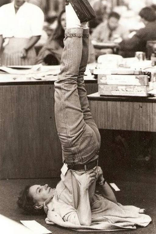 Jornalista Cecília Thompson na redação do jornal Estadão, onde trabalhou por mais de 30 anos