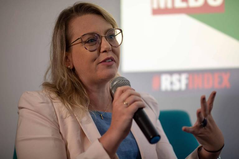 Natalia Leal, diretora da Agência Lupa, que faz checagem de notícias, concede entrevista em evento no Rio de Janeiro