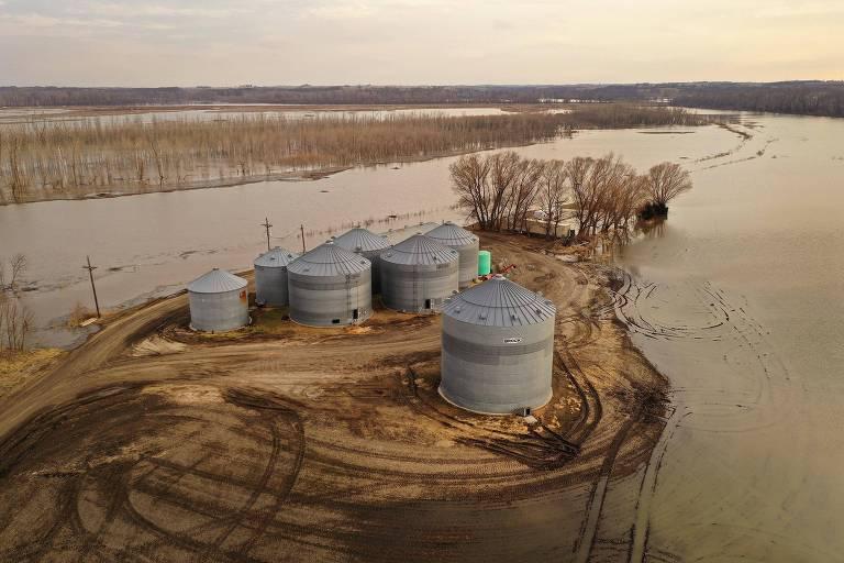 Área de silos alagada em Nebraska (EUA)