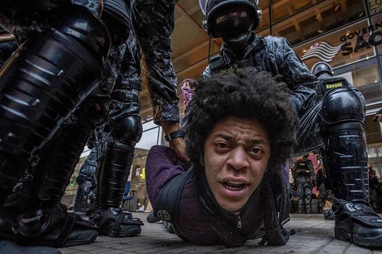 Ação policial que retirou estudantes do Centro Paula Souza, em São Paulo, que estava ocupado em protesto de alunos em São Paulo. Iniciativa foi liderada pelo agora ministro do STF Alexandre de Moraes