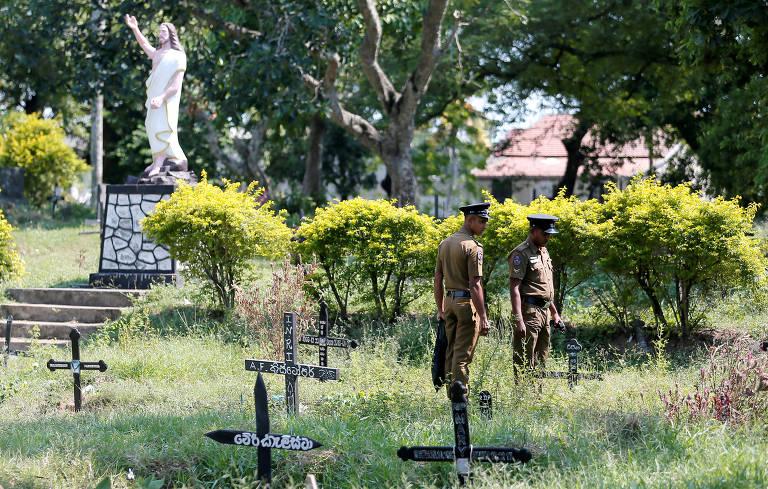 Enterro em massa de vítimas de ataques no Sri Lanka