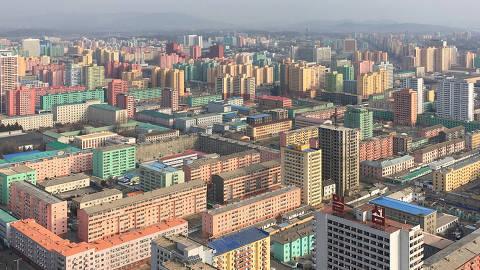 Pyongyang, Coreia do Norte, dez. 2018. Vista geral de Pyongyang, capital da Coreia do Norte (Foto: Tuca Vieira). Fotografia realizada com câmera de celular. ATENÇÃO: PROIBIDA A VENDA SEM AUTORIZAÇÃO DO AUTOR.