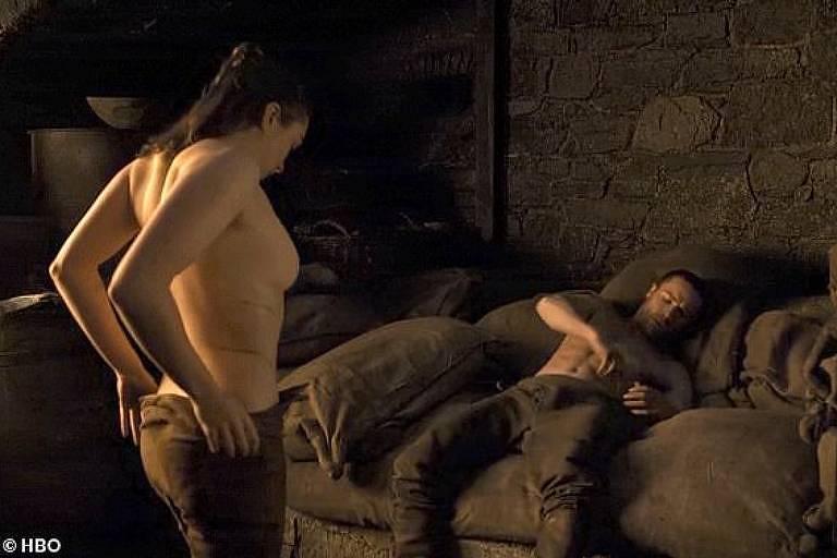 Cena de sexo da atriz Maisie Williams