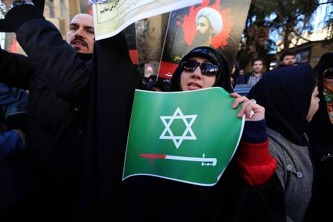 An Iranian woman holding a placard takes part in a demonstration outside the Saudi embassy in Tehran on January 3, 2016, against the execution of prominent Shiite Muslim cleric Nimr al-Nimr by Saudi authorities. Iran and Iraq's top Shiite leaders condemned Saudi Arabia's execution of Nimr, warning ahead of protests that the killing was an injustice that could have serious consequences. AFP PHOTO / ATTA KENARE ORG XMIT: AK126
