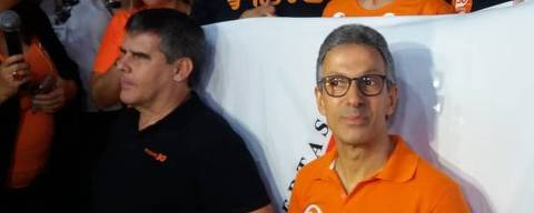 Romeu Zema (Novo), eleito governador de Minas Gerais, fala à imprensa ao lado do vice, Paulo Brant, e do presidenciável do partido, João Amoêdo
