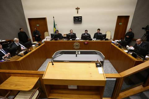 STJ reduz pena no caso do tríplex, e Lula pode sair da cadeia ainda em 2019