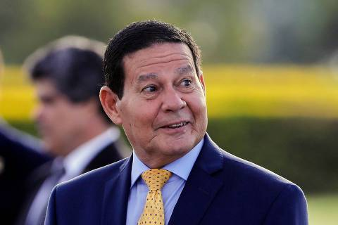 Bolsonaro diz querer colocar 'ponto final' na briga entre Carlos e Mourão