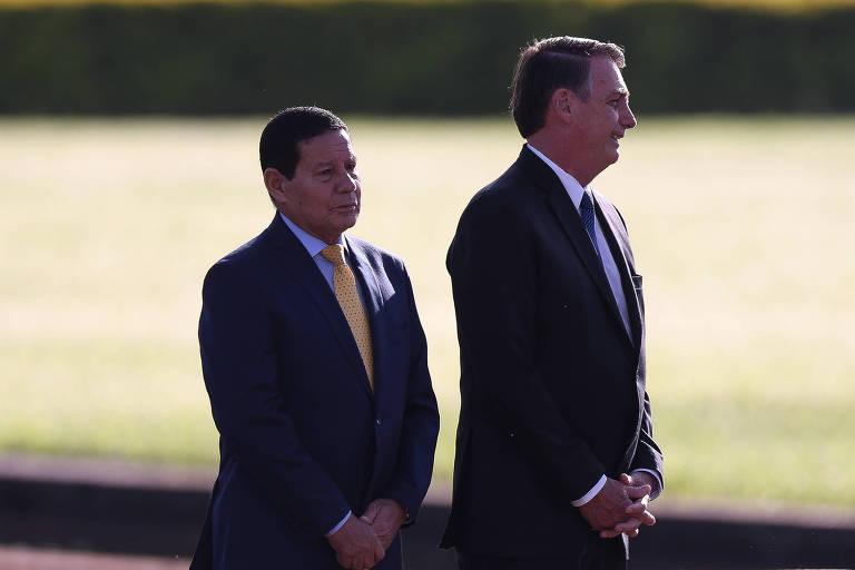 O presidente Jair Bolsonaro (PSL), que tenta apaziguar discussão envolvendo seu vice, o general Mourão (PRTB)