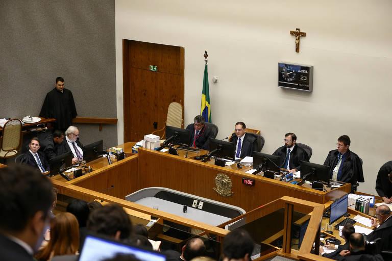 Sessão da 5ª Turma do STJ durante julgamento de recurso contra a condenação do ex presidente Lula no processo da Lava Jato