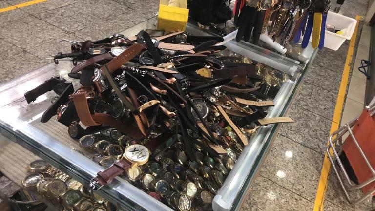 Relógios falsos apreendidos no Brás