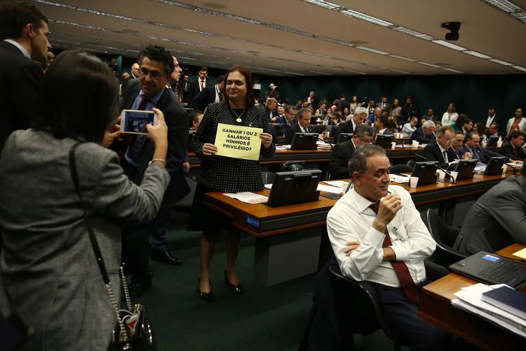 Proposta da reforma da Previdência passa pela 1ª fase na Câmara