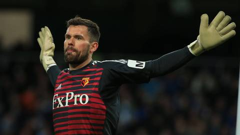 Watford's English goalkeeper Ben Foster gestures during the English Premier League football match between Manchester City and Watford at the Etihad Stadium in Manchester, north west England, on March 9, 2019. (Photo by Lindsey PARNABY / AFP) / RESTRICTED TO EDITORIAL USE. No use with unauthorized audio, video, data, fixture lists, club/league logos or 'live' services. Online in-match use limited to 120 images. An additional 40 images may be used in extra time. No video emulation. Social media in-match use limited to 120 images. An additional 40 images may be used in extra time. No use in betting publications, games or single club/league/player publications. /