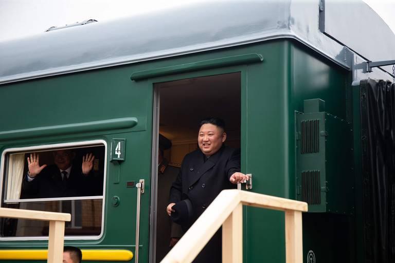 Kim Jong-un desembarca de seu trem blindado