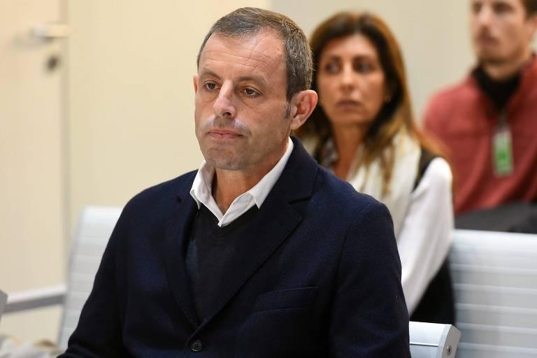 O ex-presidente do FC Barcelona, Sandro Rosell, assiste à primeira audiência em seu julgamento sobre a lavagem de dinheiro no Tribunal Penal e Administrativo Nacional em Madri