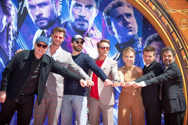Da esq. para a dir. Chris Hemsworth, Chris Evans, Robert Downey Jr., Scarlett Johansson, Mark Ruffalo e Jeremy Renner