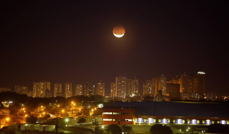 Vista noturna da cidade de Ribeirão Preto