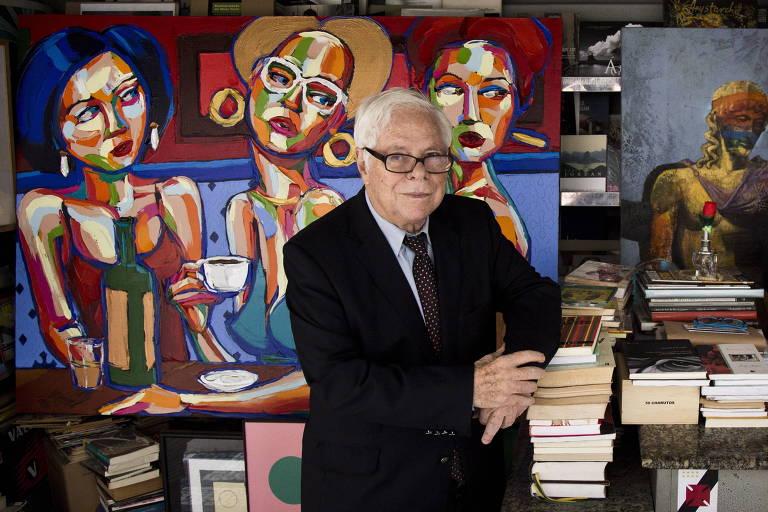 Sergio Paulo Rouanet em banca em frente a Academia Brasileira de Letras