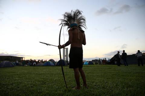 Bolsonaro reverte decisão do Congresso e põe demarcação indígena na Agricultura