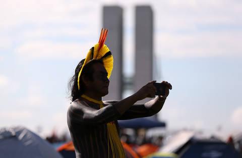 Barroso, do STF, suspende medida de Bolsonaro sobre demarcação de terra indígena