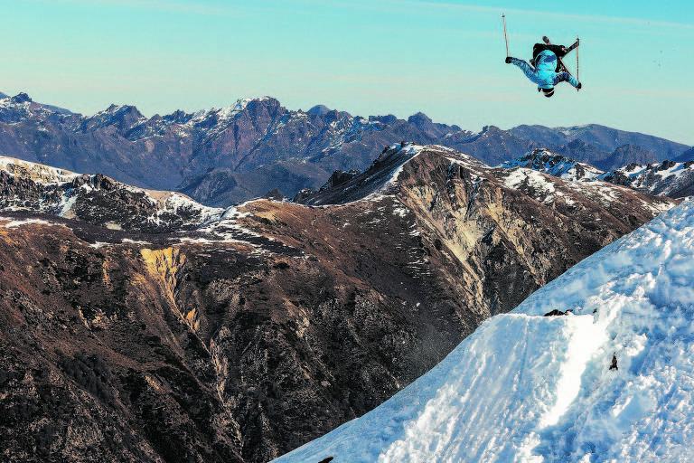 Esquiador na estação Nevados De Chillán, no Chile