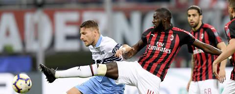 (190414) -- MILAN, April 14, 2019 (Xinhua) -- AC Milan's Tiemoue Bakayoko (R) vies with Lazio's Ciro Immobile during a Serie A soccer match between AC Milan and Lazio in Milan, Italy, April. 13, 2019. AC Milan won 1-0. (Xinhua/Alberto Lingria)