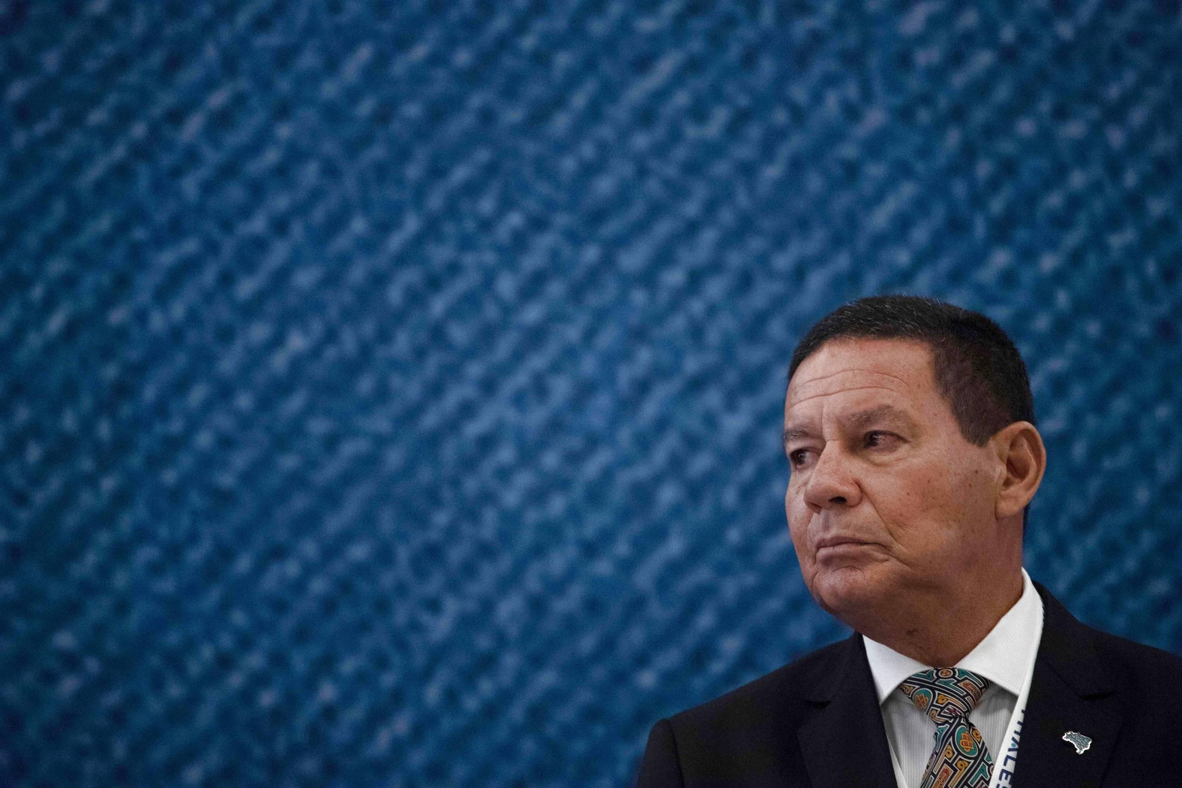 Mourão vira peão no tabuleiro político do governo e da oposição